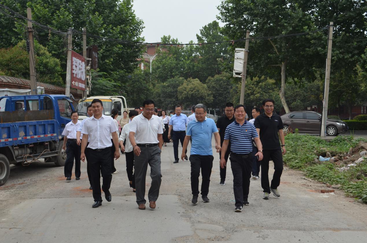 申泰集团董事局主席率集团领导班子 考察伊川县南环路片区改造项目